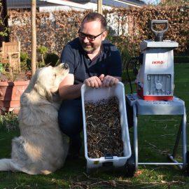 Frühjahrsputz - Häcksel -mit Bruno - Franks kleiner Garten
