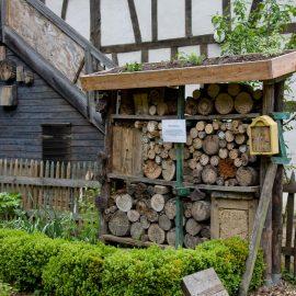 Winterschlaf - Insektenhotel - Tiere - Insekten - Winter - Schnee - Franks kleiner Garten