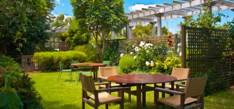 Gartenplanung - Sitzecke - Spalier - Rosen - Bäume - Rasen - Franks kleiner Garten