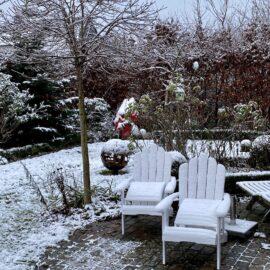 Kolumne - Winter -Terrasse - Gartenmöbel - Schnee - Januar - 2021 - Franks kleiner Garten